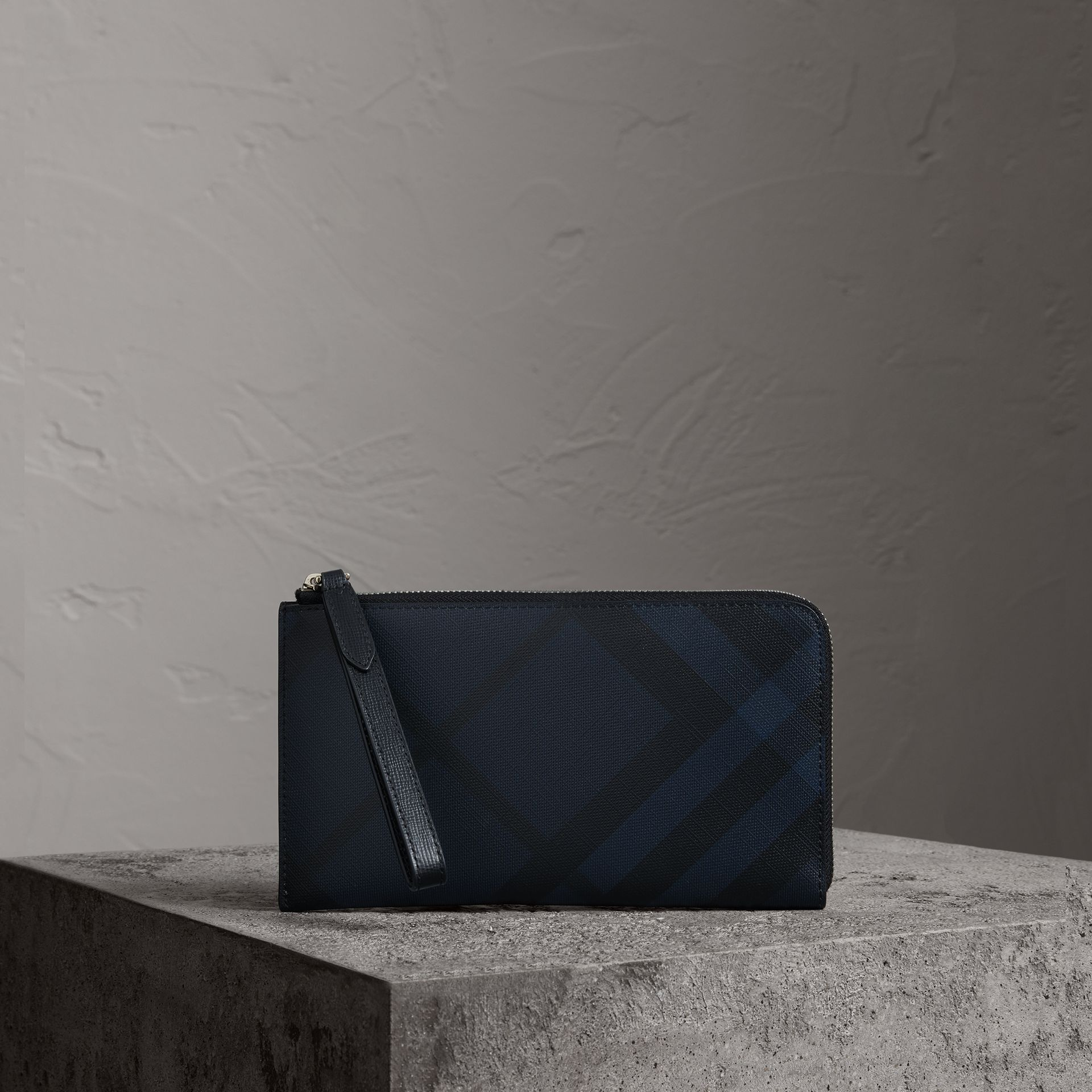 London Check Travel Wallet in Navy/black - Men | Burberry United States - gallery image 0