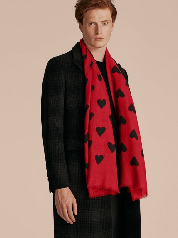 Parade red/black The Lightweight Cashmere Scarf in Heart Print Parade Red/black - cell image 3