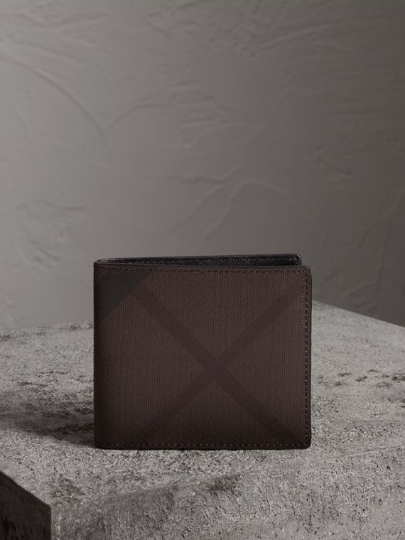 London Check International Bifold Wallet in Chocolate/black