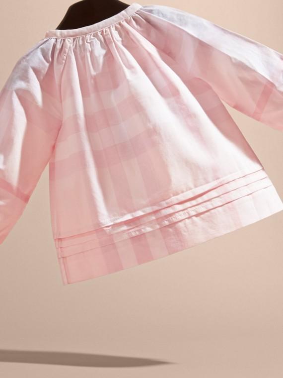 Rosa ghiaccio Camicetta in cotone con motivo check e pieghe - cell image 3