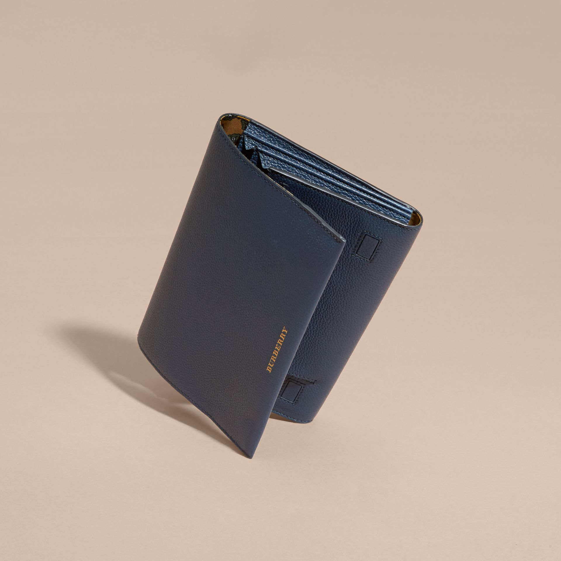Bright navy Grainy Leather Travel Wallet Bright Navy - gallery image 3