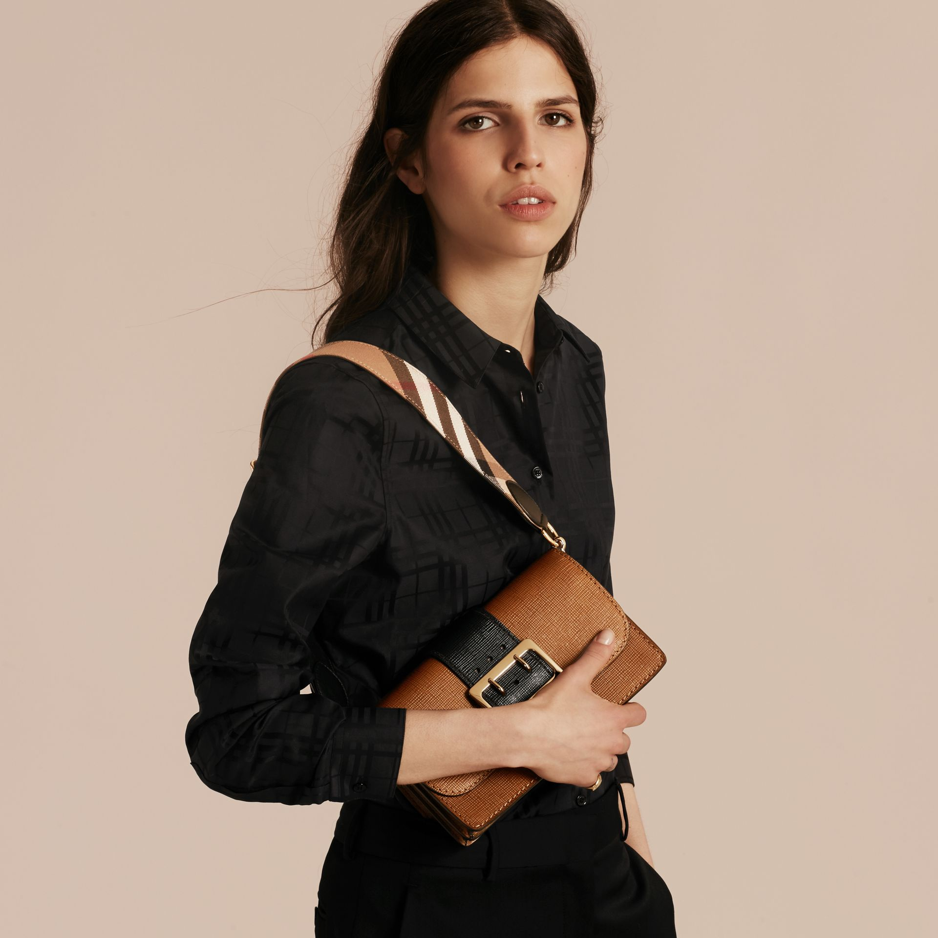 The Medium Buckle Bag in Textured Leather Tan/black - gallery image 4
