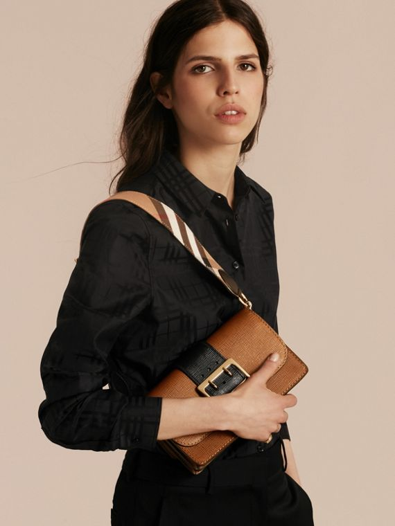 Tan/black The Medium Buckle Bag in Textured Leather Tan/black - cell image 3