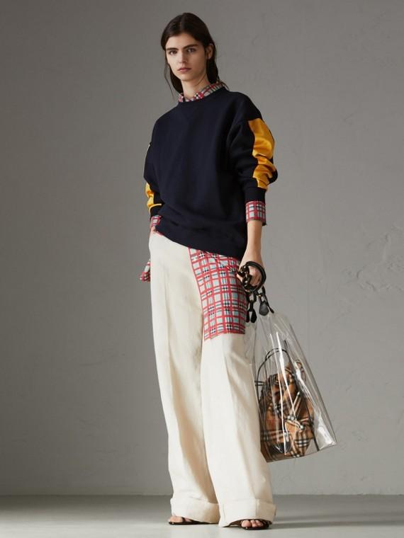 Sweatshirt aus einer Baumwollmischung mit Satinstreifen (Marineblau)