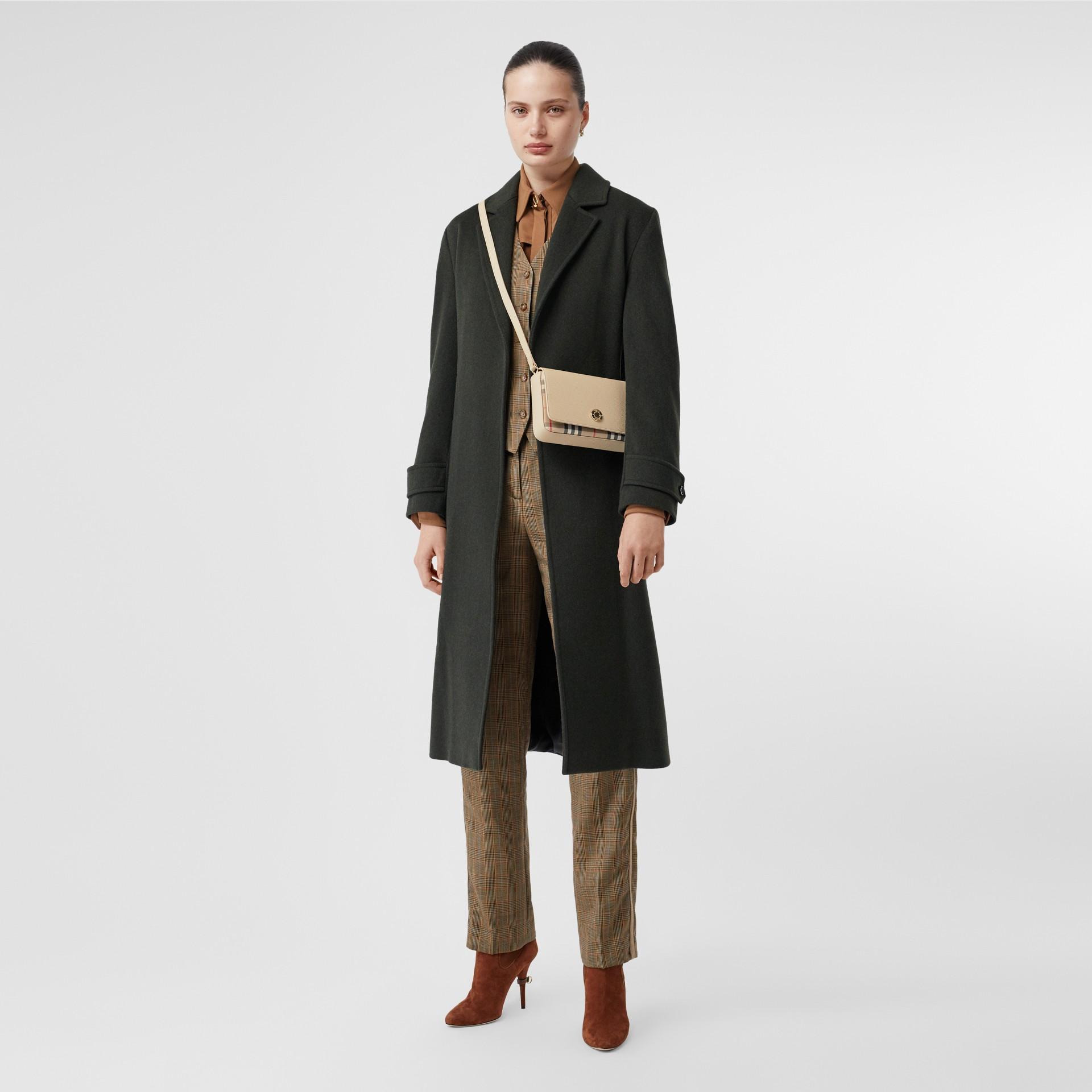 Bolsa transversal de couro e Vintage Check - Pequena (Bege Claro) - Mulheres   Burberry - galeria de imagens 5
