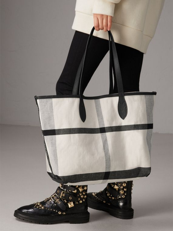 The Medium Reversible Doodle Tote in White/black - Women | Burberry - cell image 3
