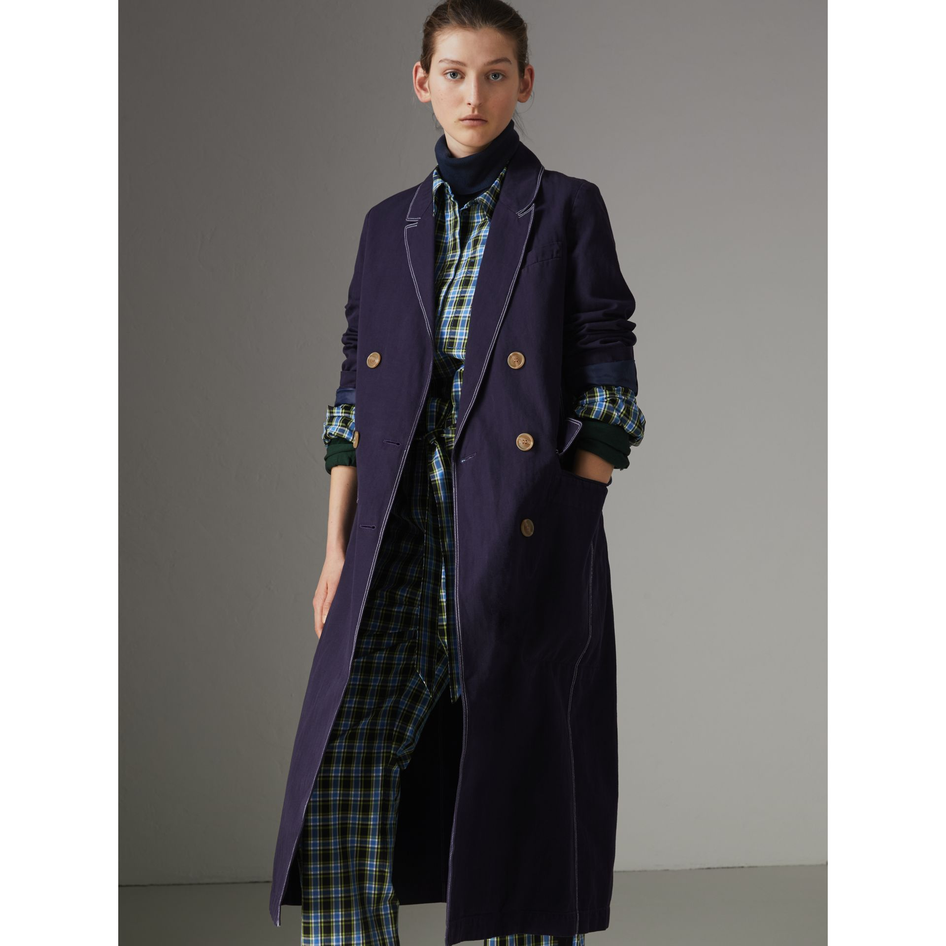 Topstitched Cotton Linen Double-breasted Coat in Deep Indigo - Women | Burberry United Kingdom - gallery image 4