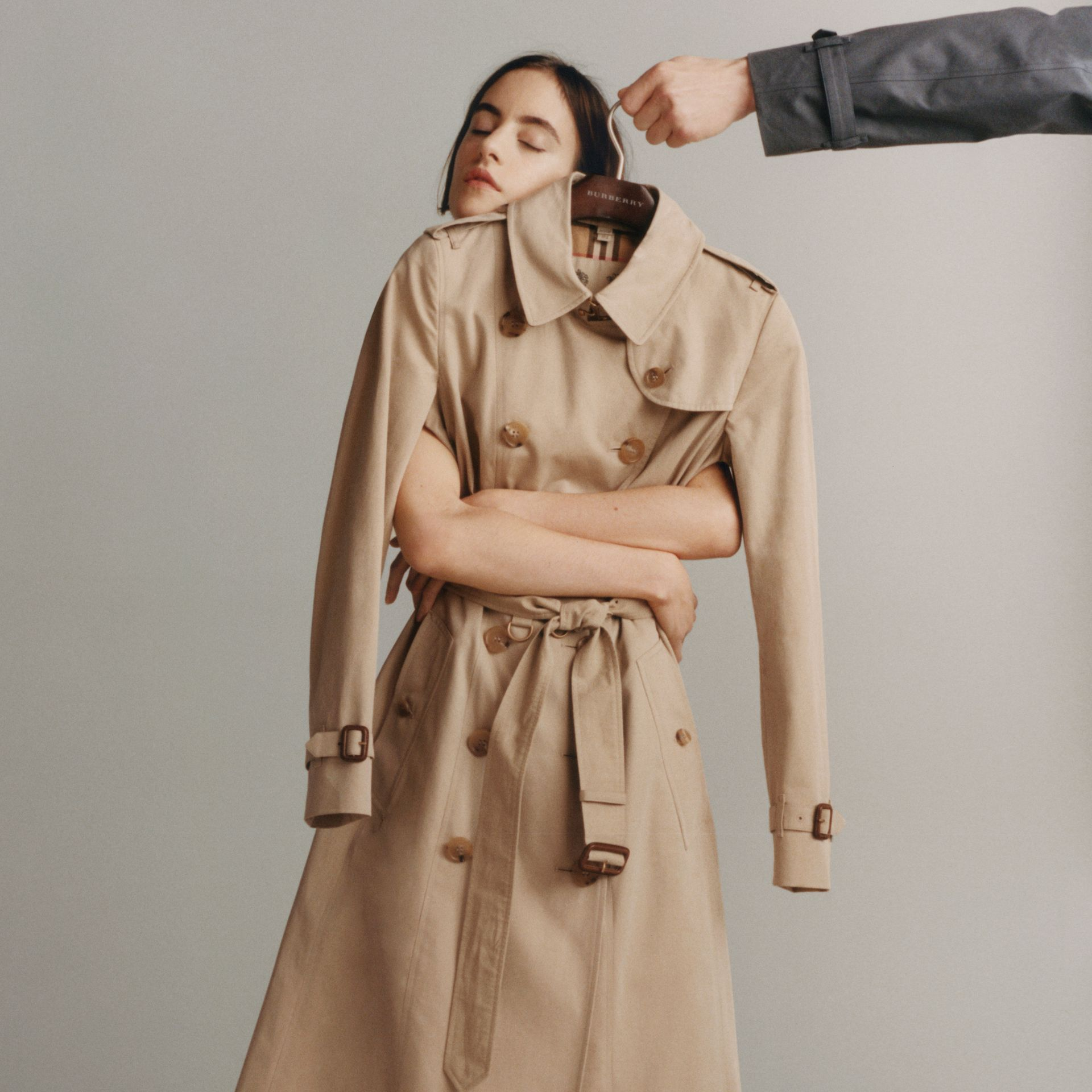 The Long Westminster Heritage Trench Coat in Honey - Women | Burberry United Kingdom - gallery image 1