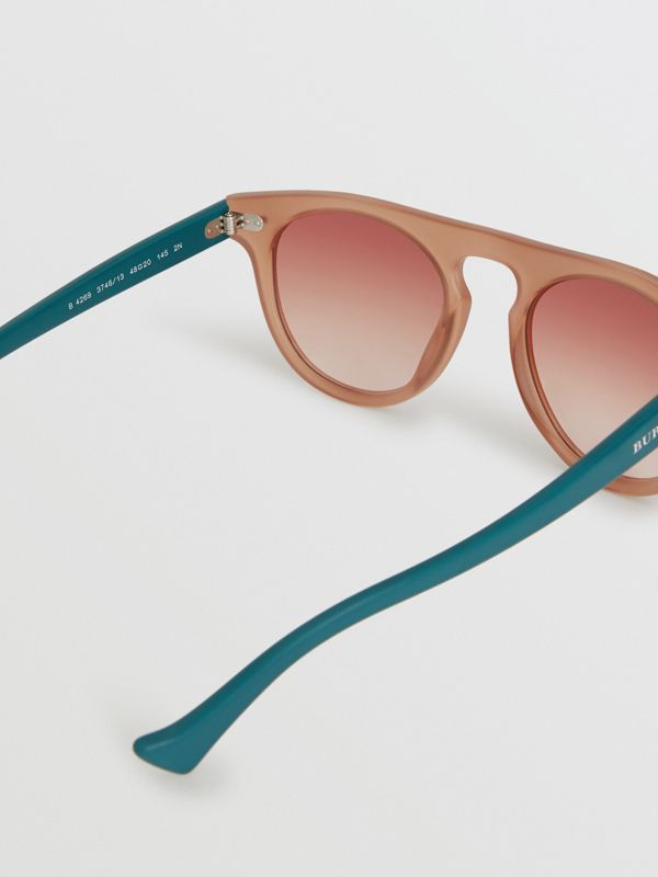 The Keyhole Round Frame Sunglasses in Brick Red | Burberry United States - cell image 3