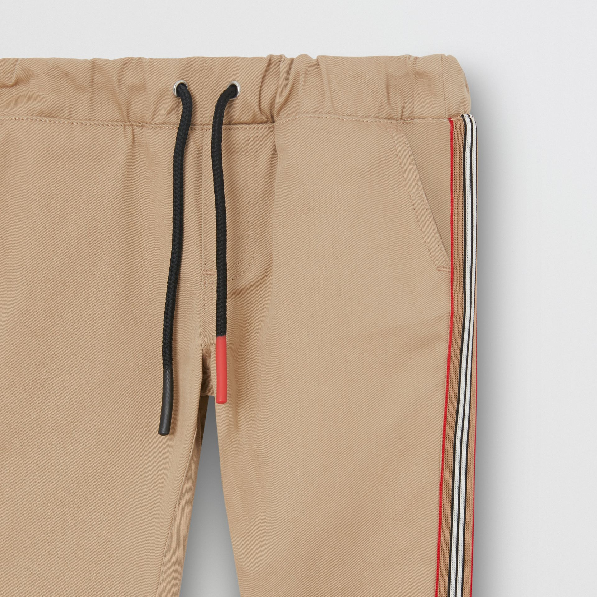 Pantalon chino en coton à rayures iconiques (Miel) - Enfant | Burberry - photo de la galerie 4