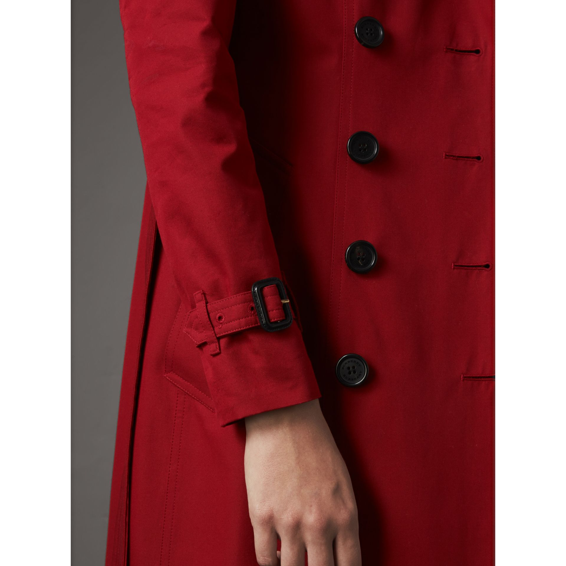 The Chelsea – Extra-long Heritage Trench Coat in Parade Red - Women | Burberry - gallery image 7