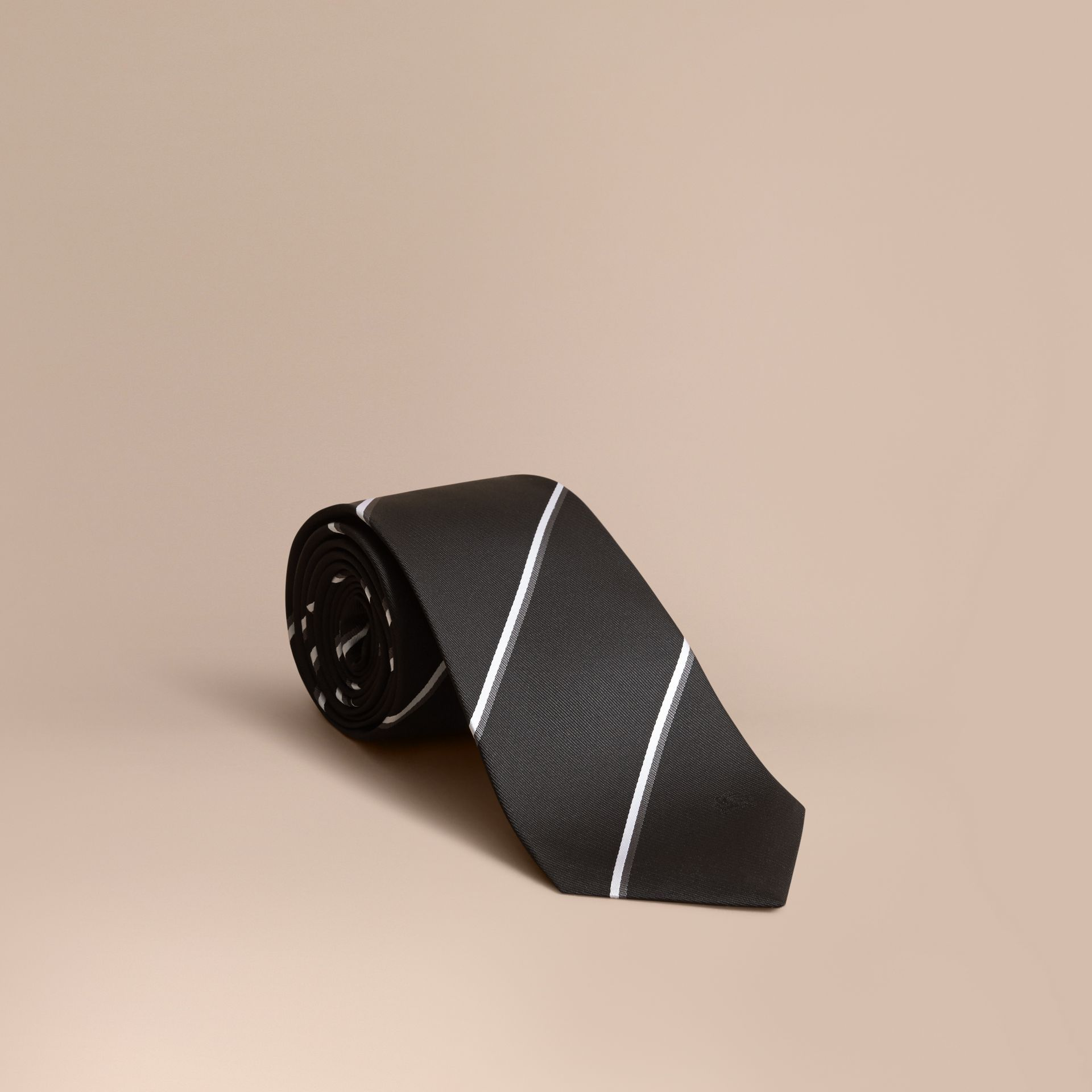 Cravate classique en soie à rayures, tissée en jacquard (Noir) - photo de la galerie 1