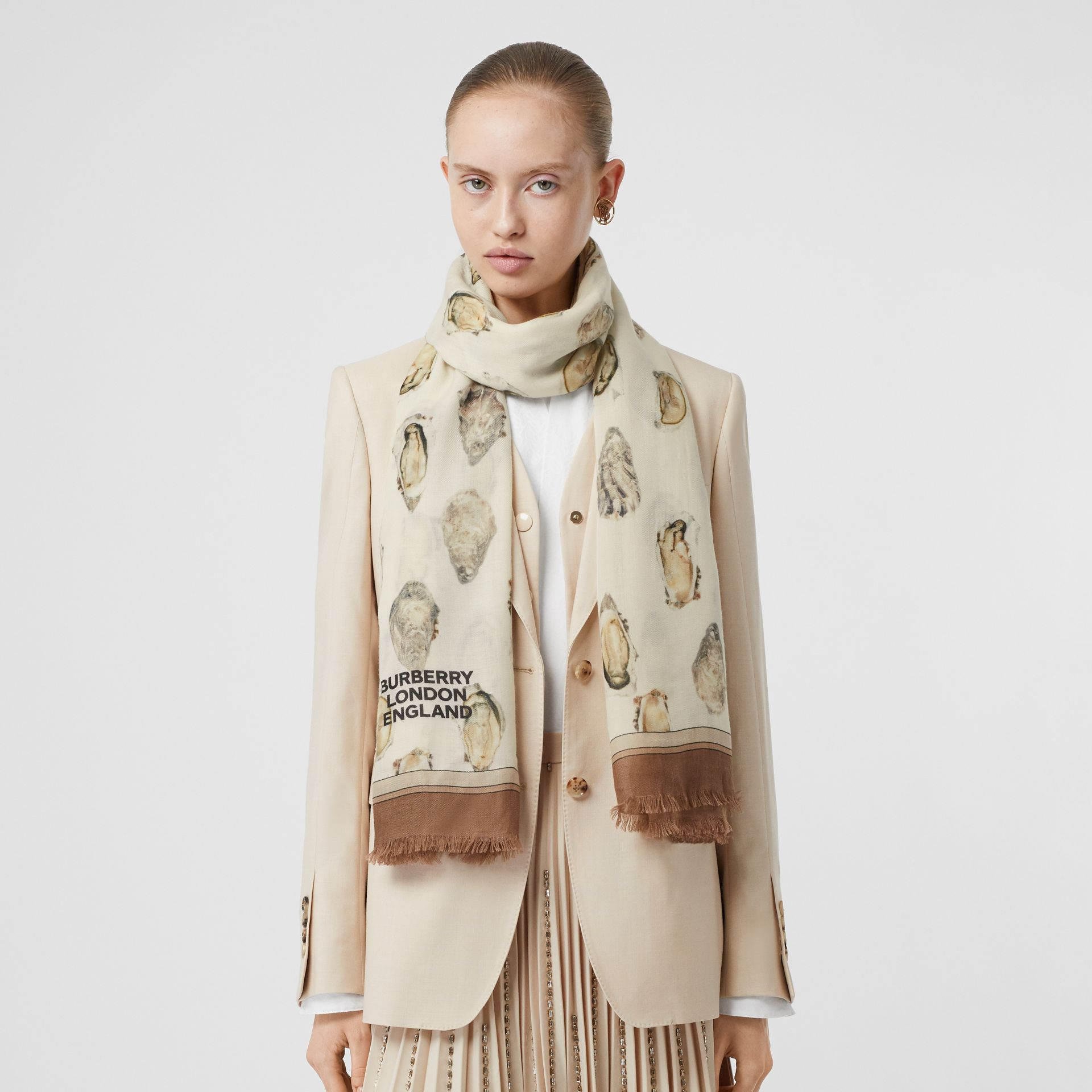 Oyster Print Lightweight Cashmere Scarf in White | Burberry United Kingdom - gallery image 2