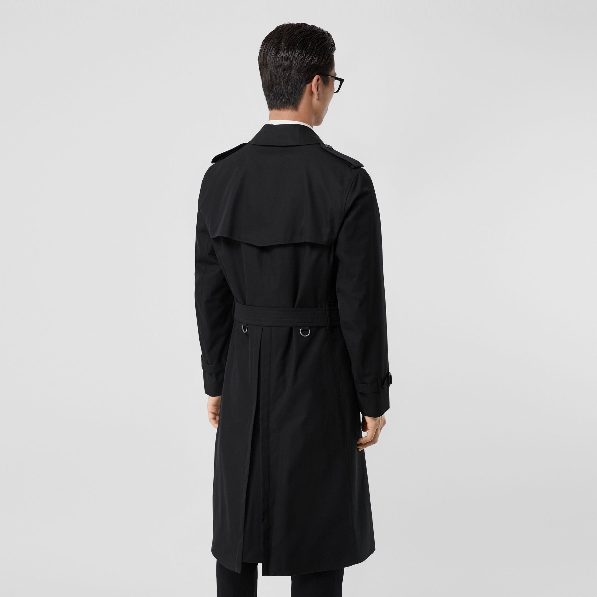 The Long Chelsea Heritage Trench Coat in Black - Men | Burberry United Kingdom - gallery image 1