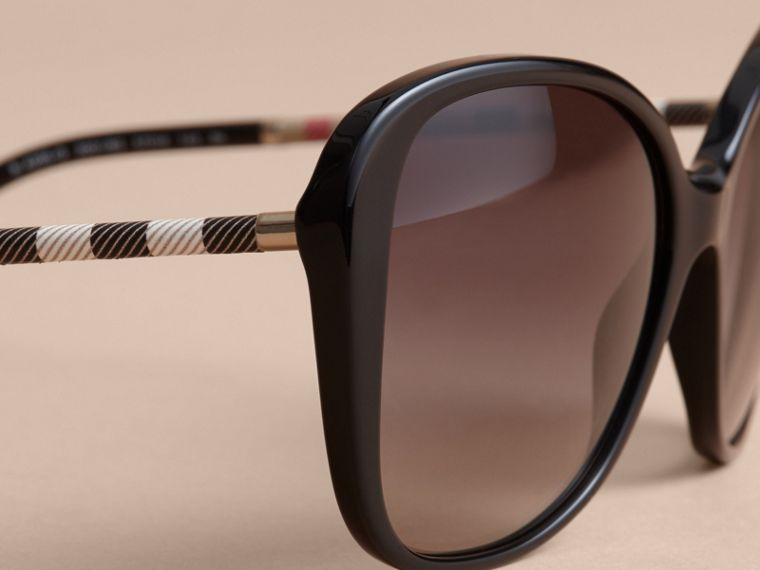 Check Detail Butterfly Frame Sunglasses - cell image 1