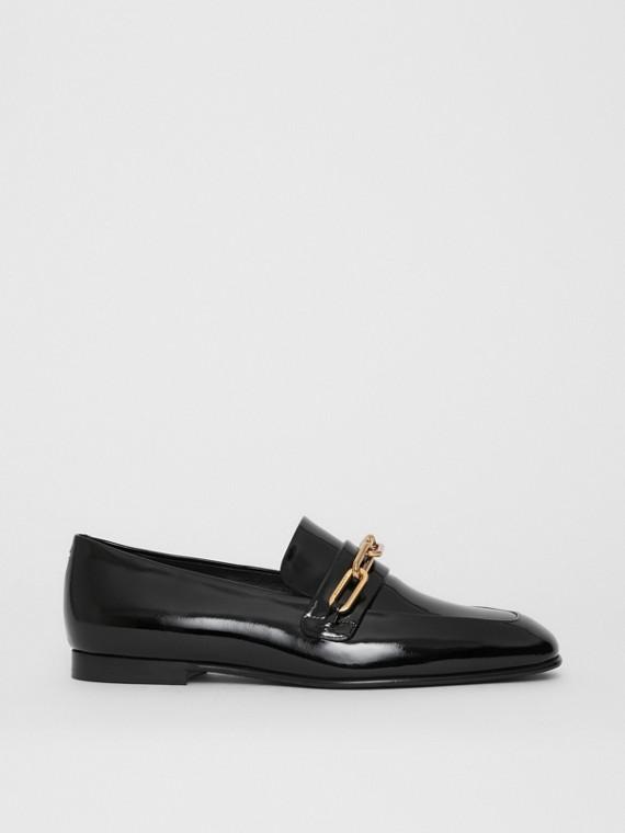 Loafers de couro envernizado com detalhe de corrente (Preto)
