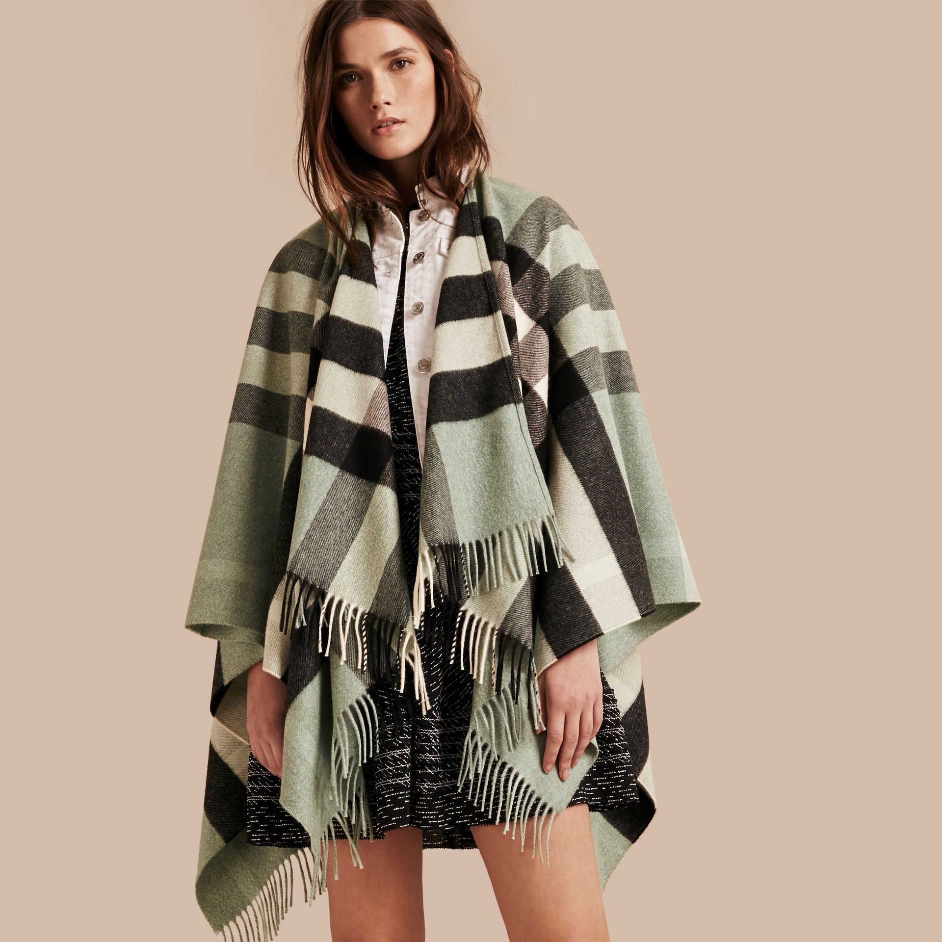 Menthe cendrée Poncho en cachemire et laine à motif check Menthe Cendrée - photo de la galerie 1