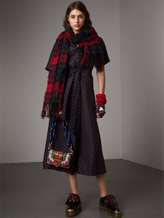Fil Coupé Tartan Wool Cashmere Scarf in Bright Red | Burberry Australia - cell image 2