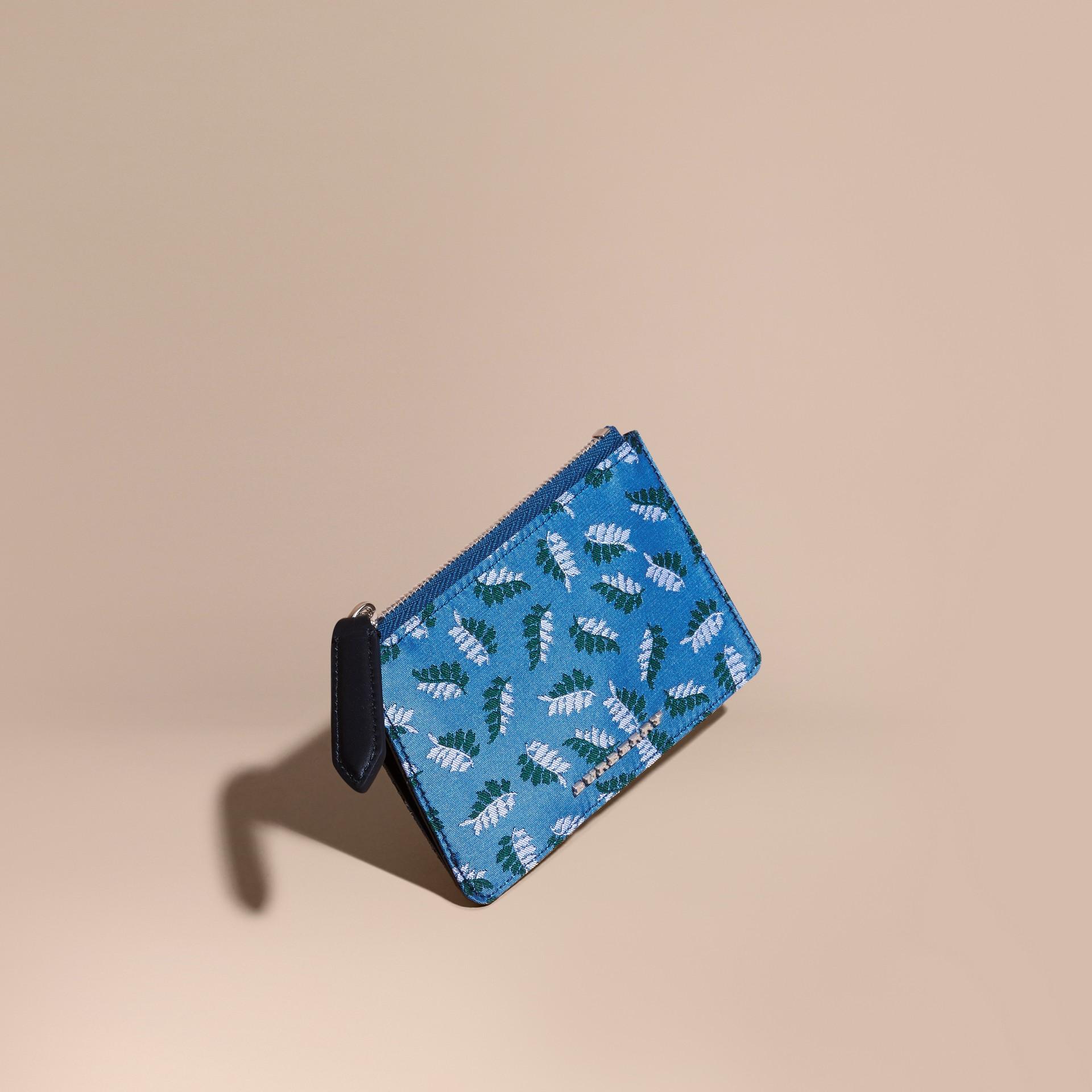 Bleu azur intense Portefeuille en jacquard à motif feuillage avec zip supérieur Bleu Azur Intense - photo de la galerie 1