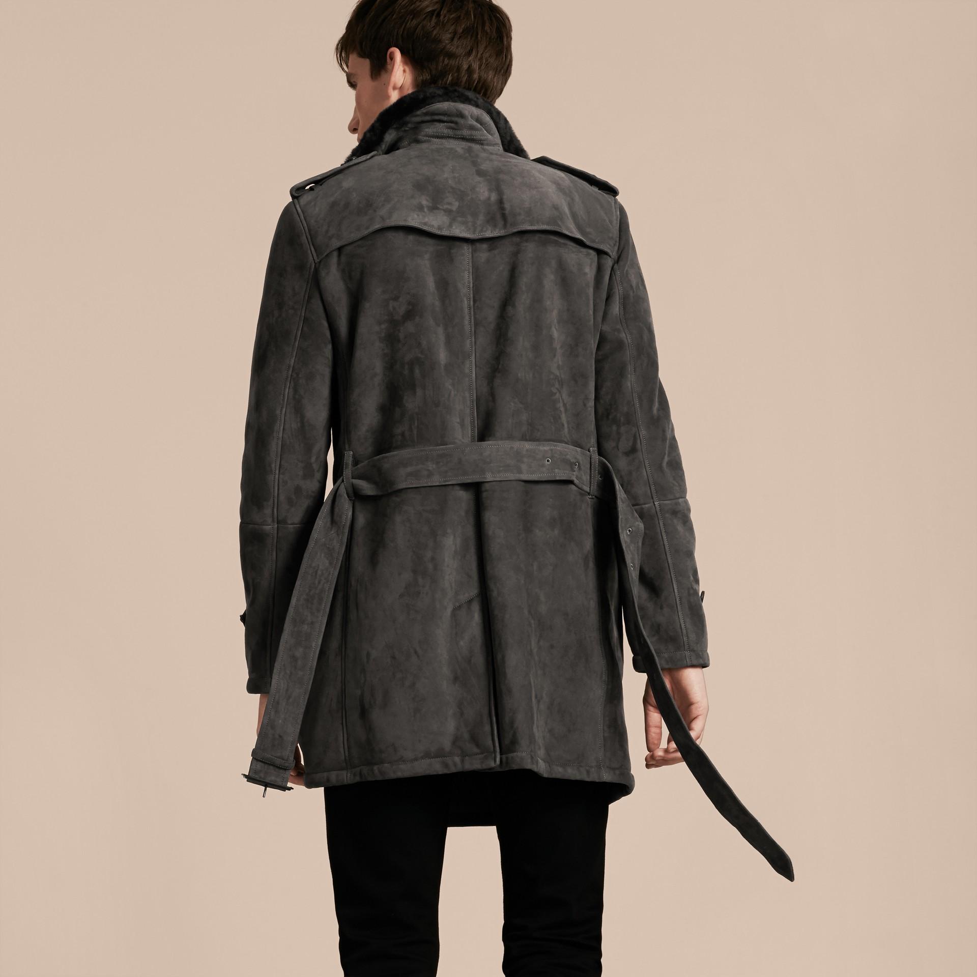 Nero fumo Trench coat in shearling - immagine della galleria 3