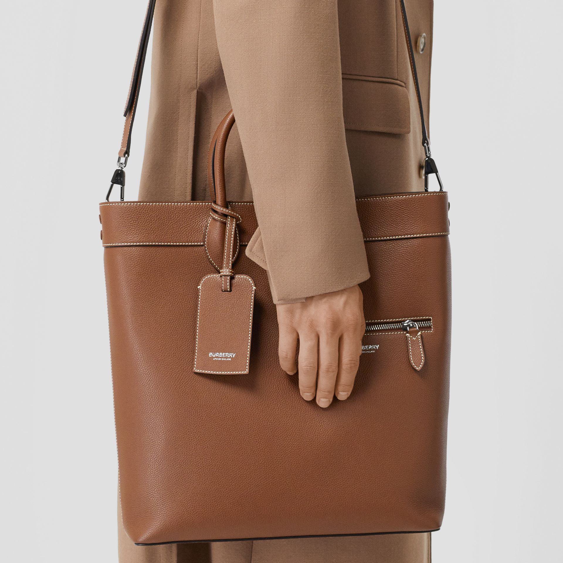 Grainy Leather Tote in Tan | Burberry - gallery image 3