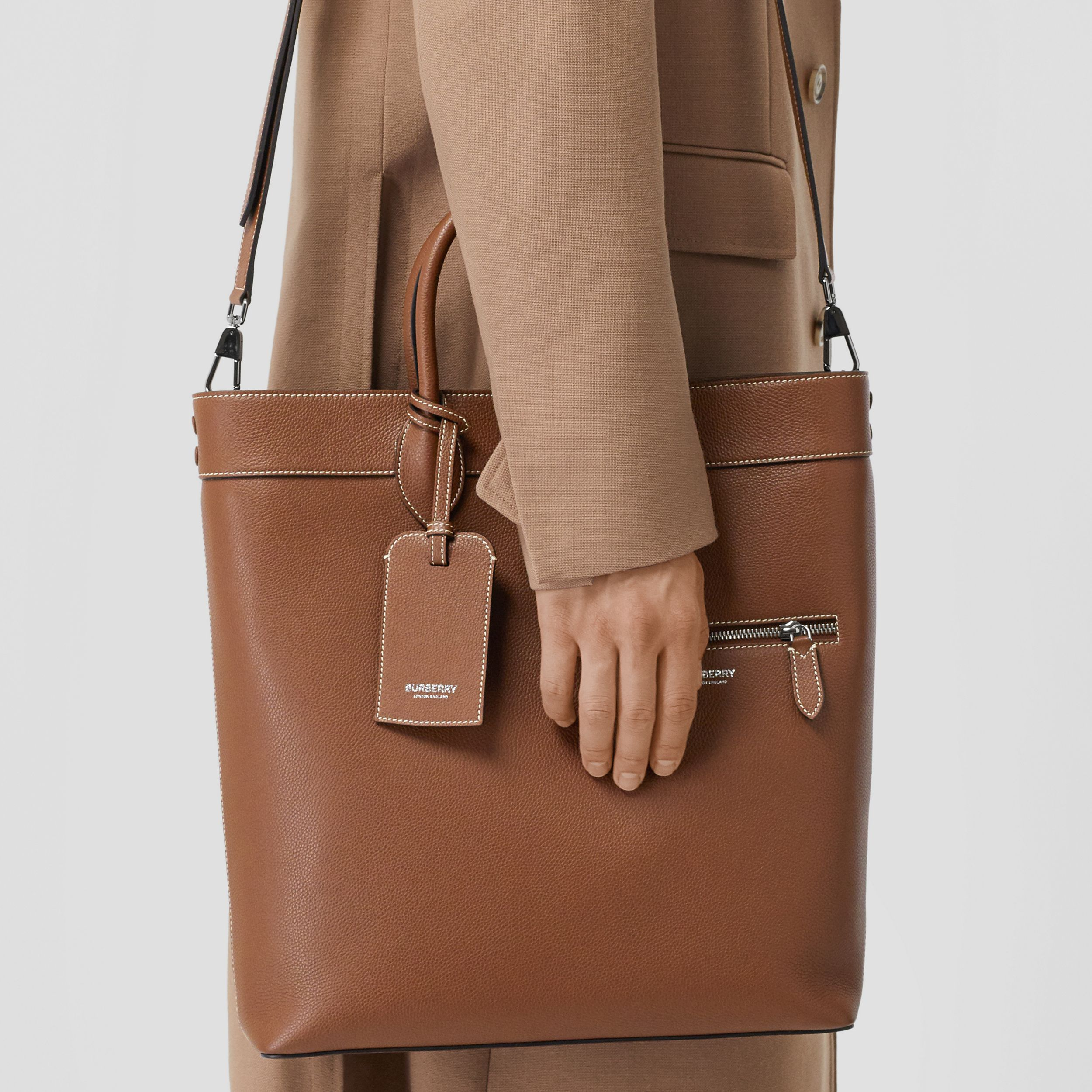 Grainy Leather Tote in Tan | Burberry - 4
