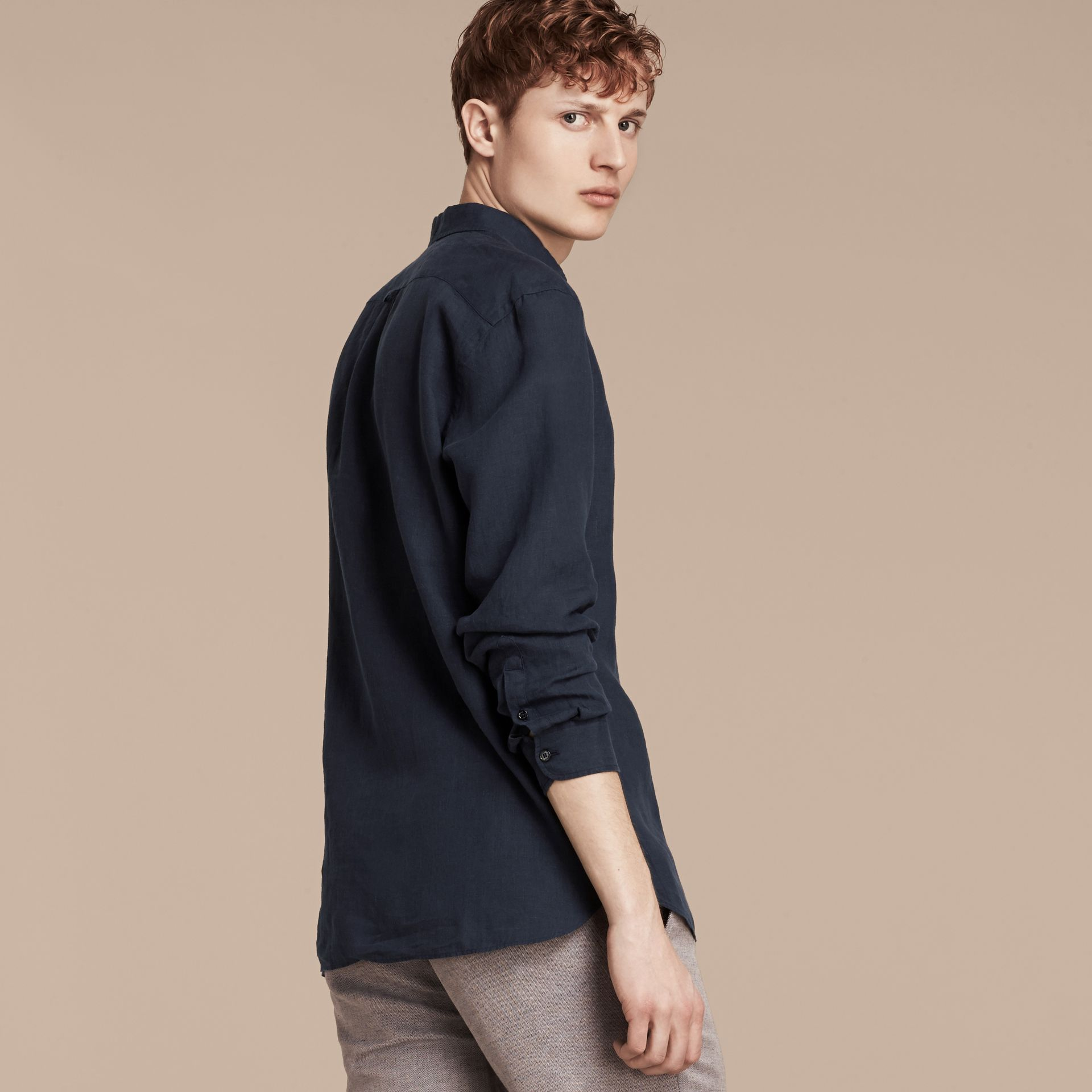 네이비 버튼 다운 칼라 리넨 셔츠 네이비 - 갤러리 이미지 2