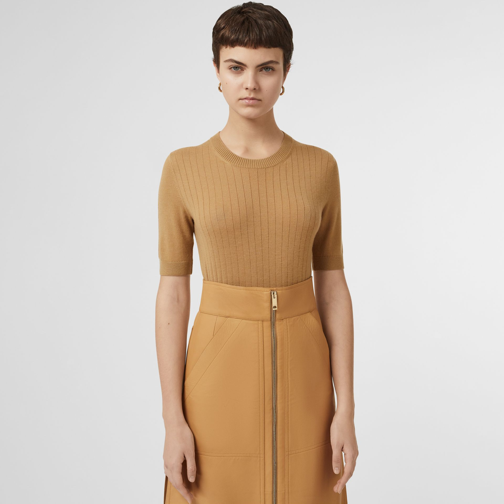 Short-sleeve Rib Knit Cashmere Sweater in Camel - Women | Burberry - gallery image 5