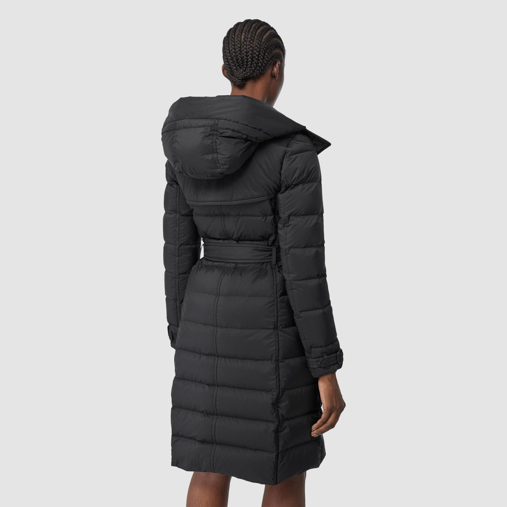 可拆式連帽羽絨大衣 (黑色) - 女款   Burberry - 圖庫照片 2