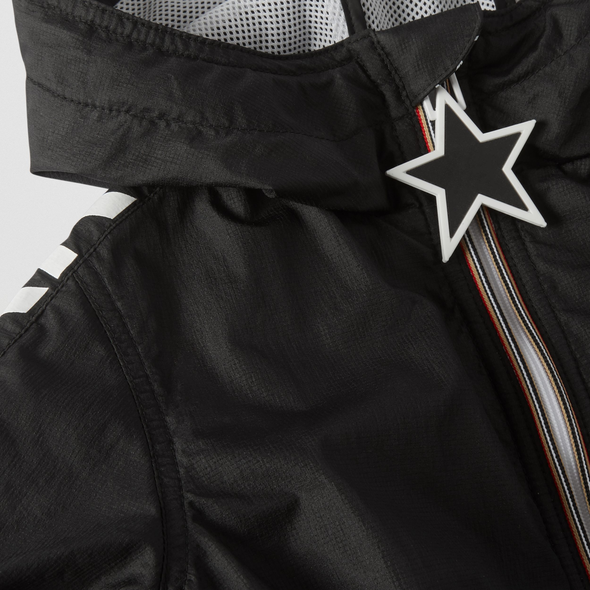 Star Detail Logo Print Lightweight Hooded Jacket in Black - Children | Burberry - 2