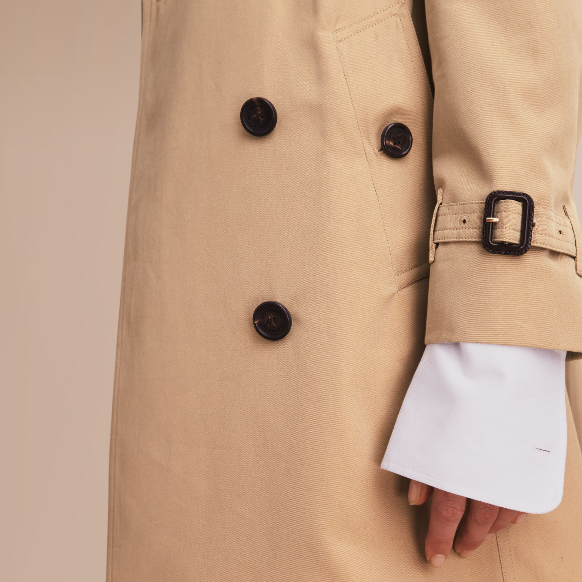 The Kensington – Long Heritage Trench Coat in Honey - Women | Burberry - gallery image 5