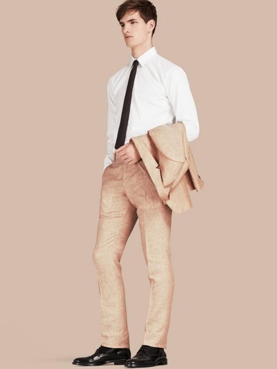 Modern geschnittene Hose aus Leinen
