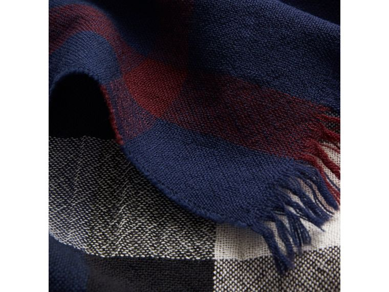 Lightweight Check Wool Cashmere Scarf in Navy | Burberry - cell image 1