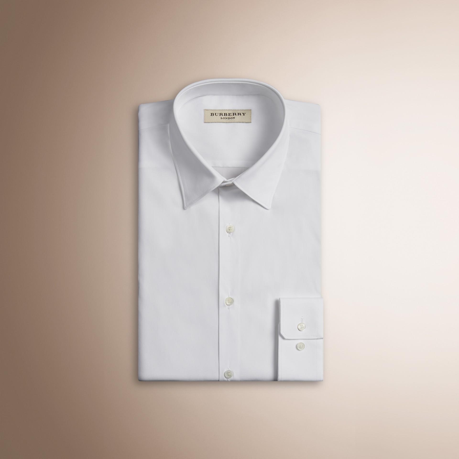 Camisa de algodão stretch com corte slim (Branco) - Homens | Burberry - galeria de imagens 2