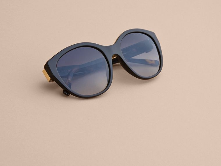 Buckle Detail Round Frame Sunglasses in Black - Women | Burberry - cell image 4