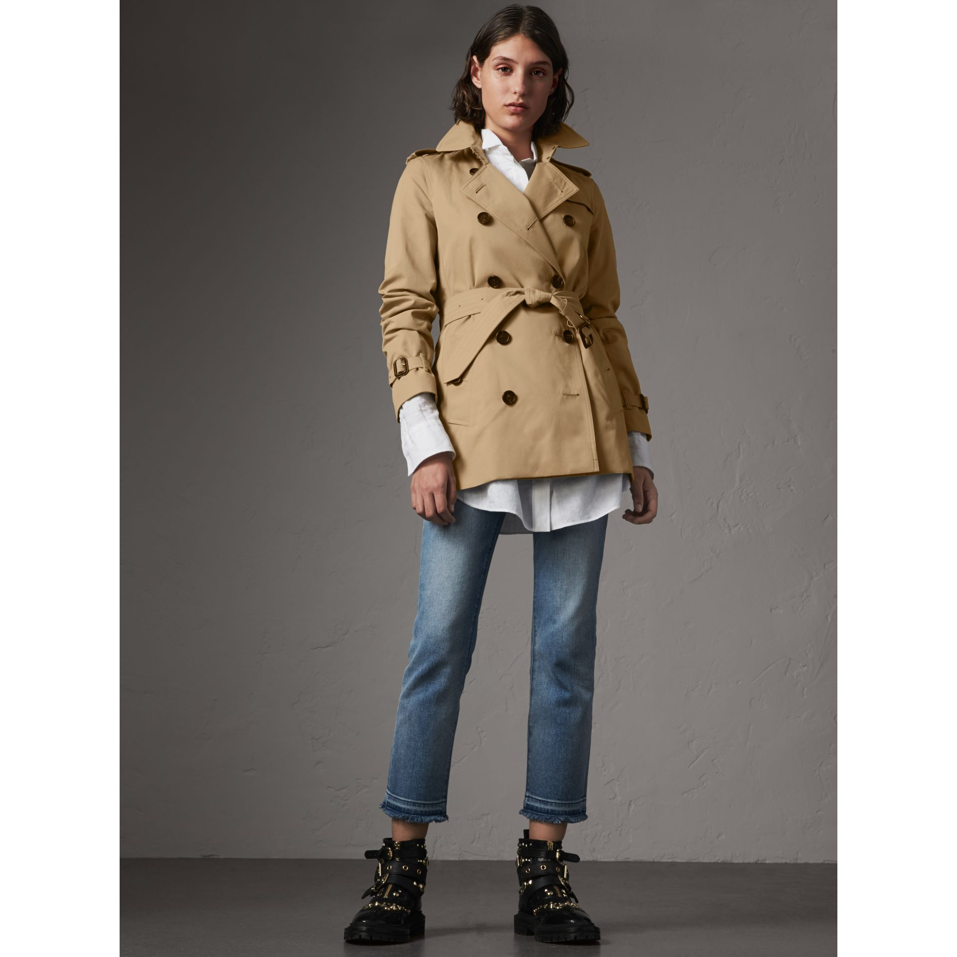 The Kensington – Short Trench Coat in Honey - Women | Burberry - gallery image 7