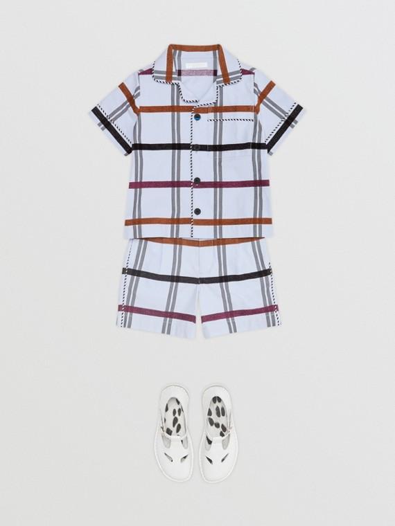 Körperbetonte Shorts aus Baumwolle mit Windowpane-Karomuster (Hellblau)