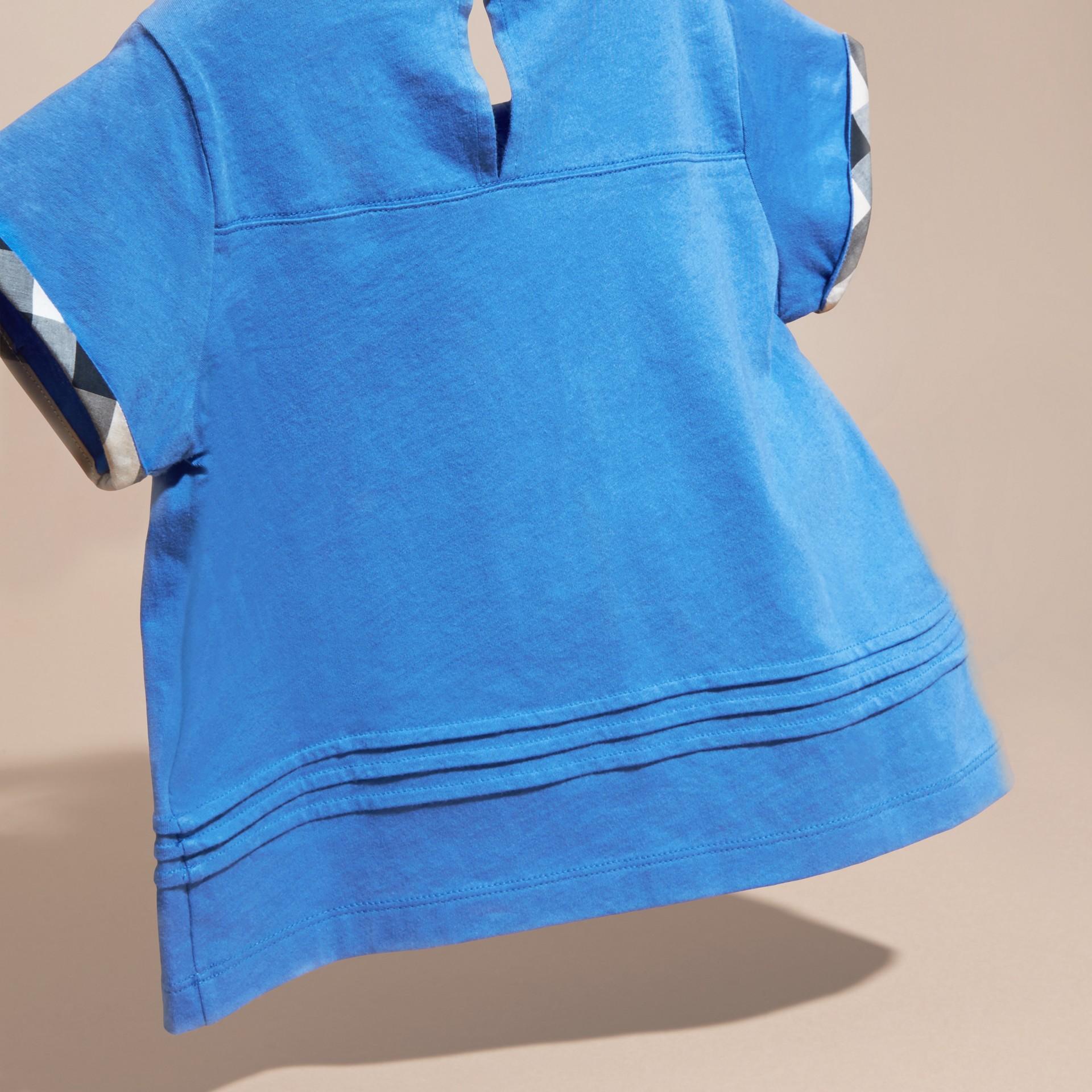 Bleu hortensia vif T-shirt à plis en coton à motif check Bleu Hortensia Vif - photo de la galerie 4