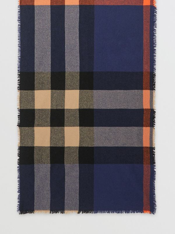 Fringed Check Wool Cashmere Scarf in Ink Blue | Burberry - cell image 2