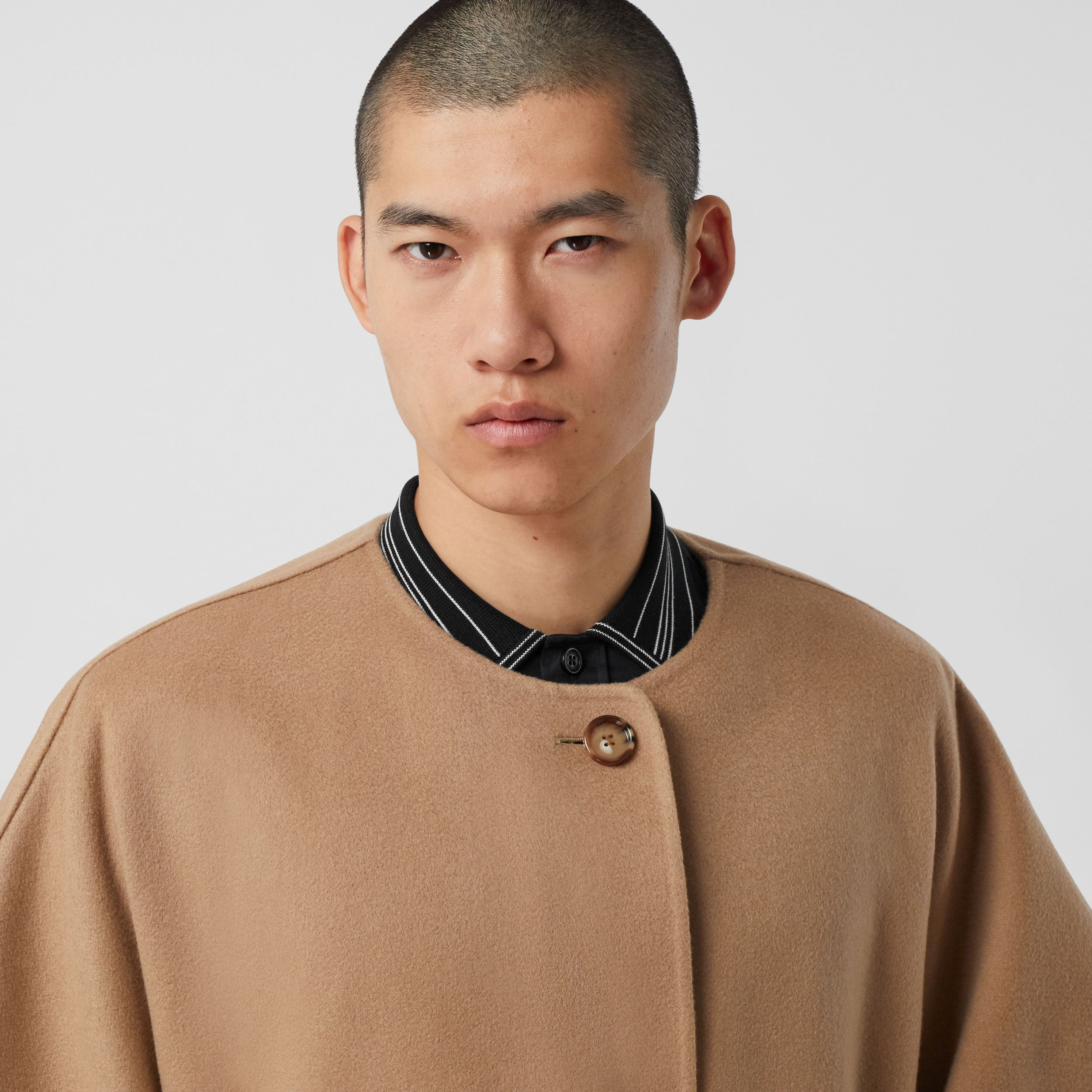 Short-sleeve Double-faced Cashmere Belted Cape – Unisex in Camel - Women | Burberry Australia - 2