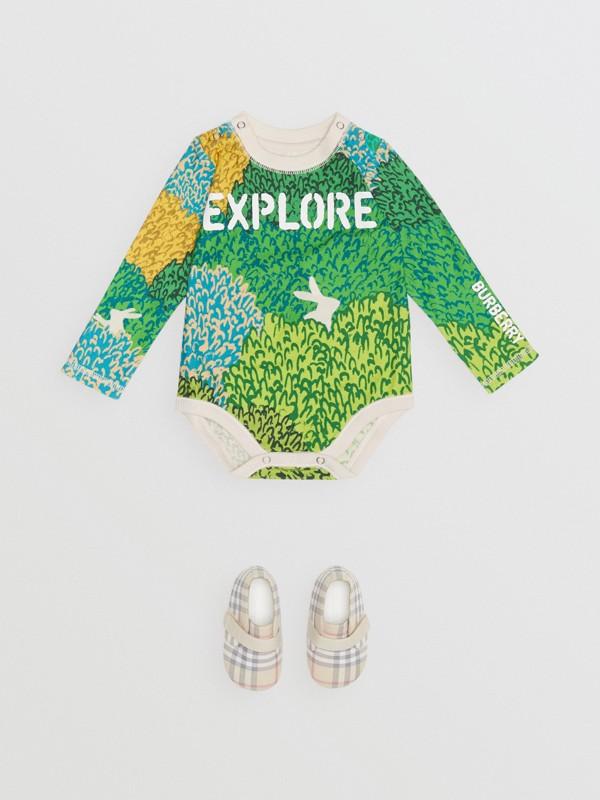 Body de algodão com estampa gráfica Explore (Areia) - Crianças | Burberry - cell image 2