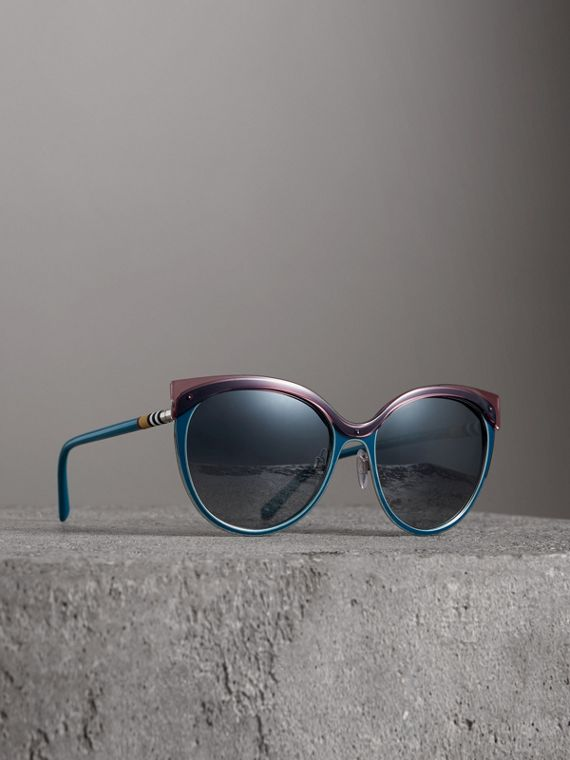 Two-tone Cat-eye Frame Sunglasses in Violet Blue