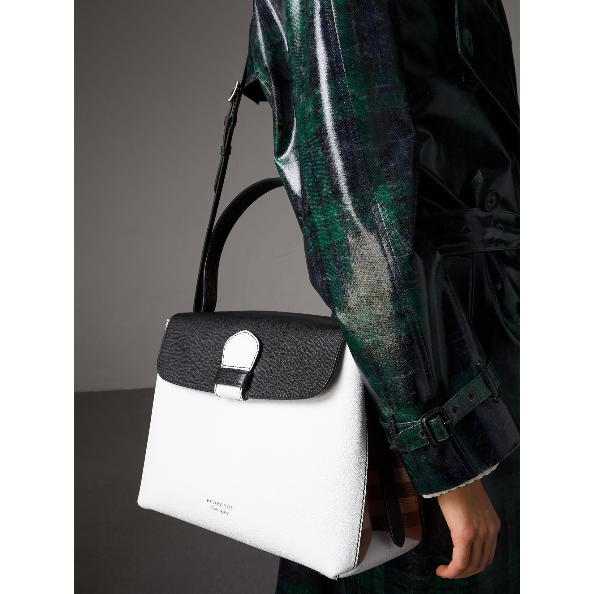 Medium Two-tone Leather and House Check Tote in Chalk White/black - Women | Burberry - gallery image 3