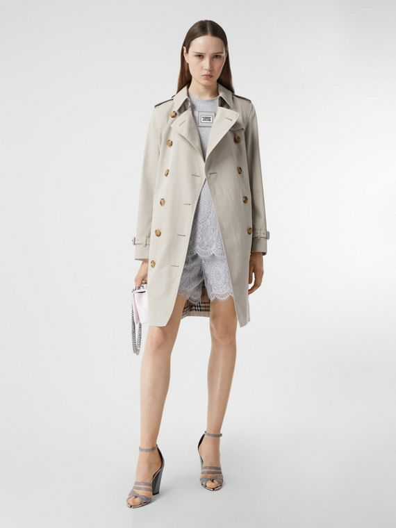 Trench coat in gabardine tropicale con impunture (Pietra)
