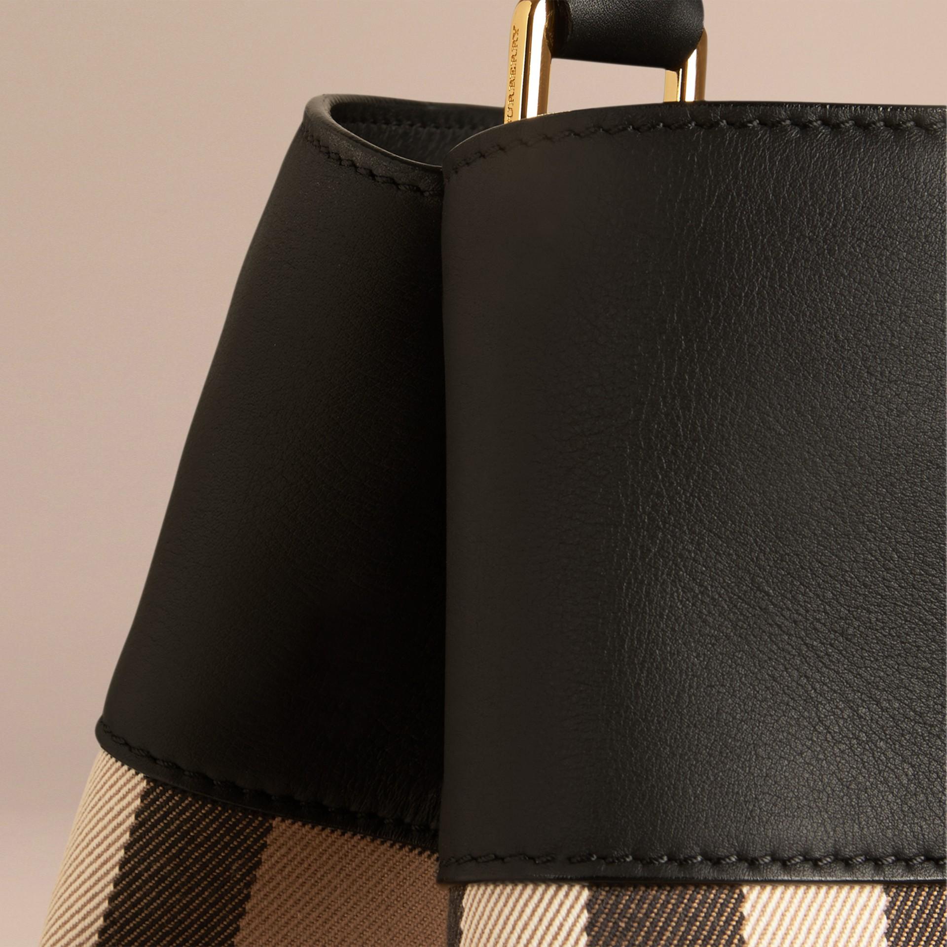 Noir Sac Burberry Bucket en coton à motif House check et cuir Noir - photo de la galerie 6