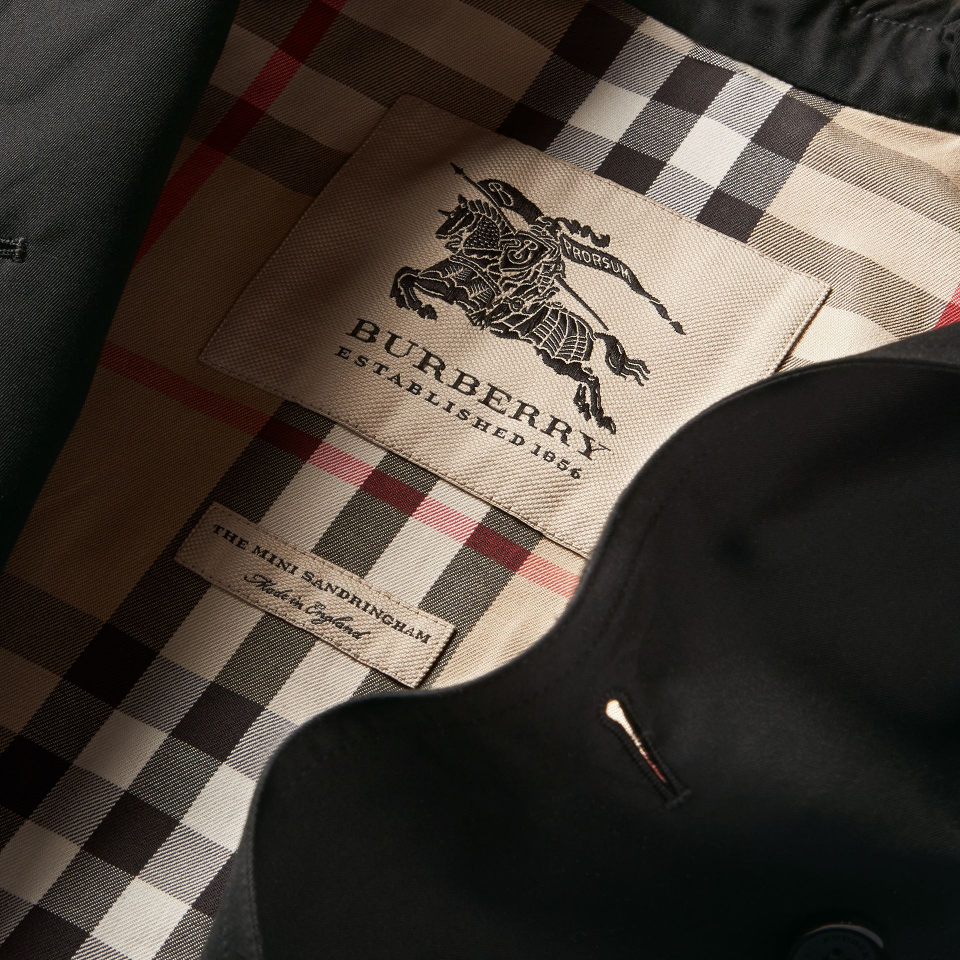 The Sandringham – Heritage Trench Coat in Black - Girl | Burberry - gallery image 8