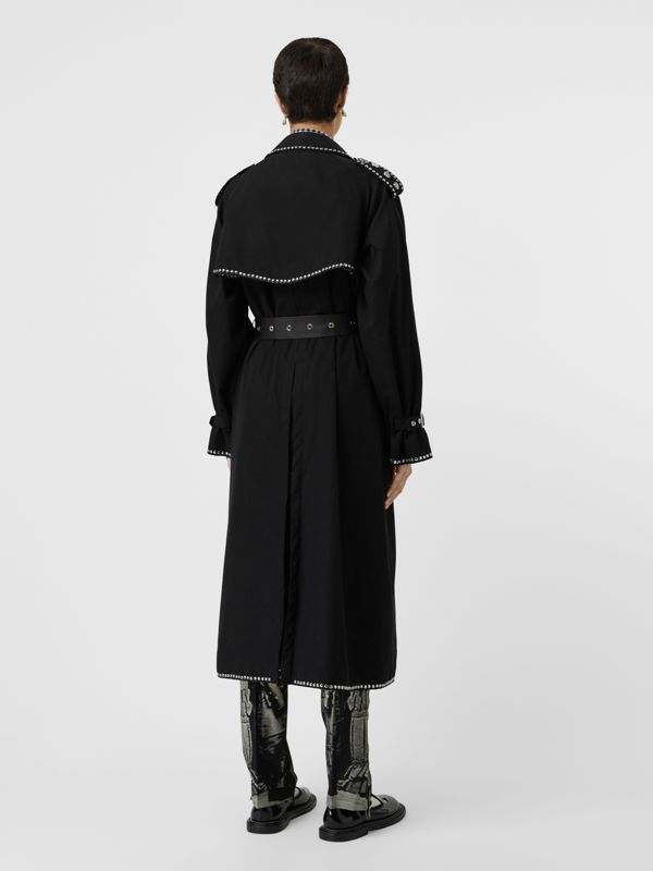 Trench coat in gabardine di cotone con dettagli in pelle di agnello e borchie (Nero) - Donna | Burberry - cell image 2