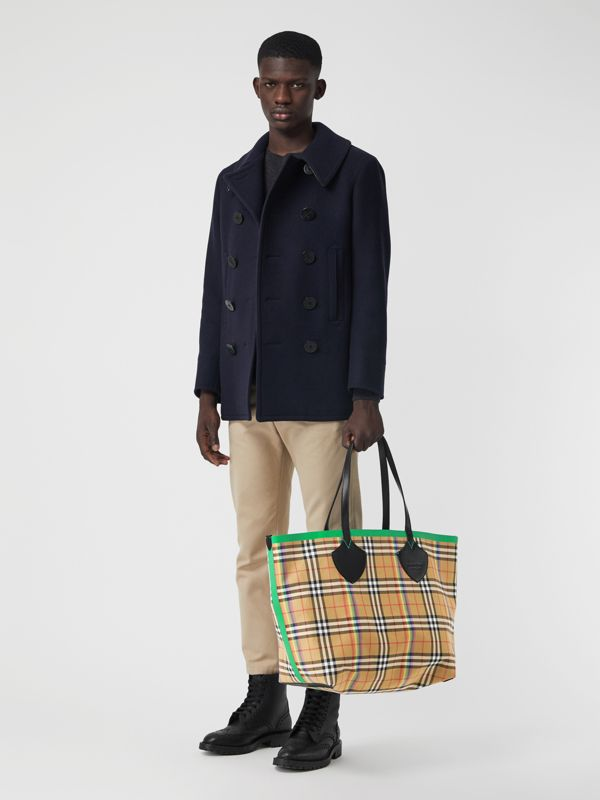 The Medium Giant Tote in Rainbow Vintage Check in Antique Yellow | Burberry United Kingdom - cell image 2
