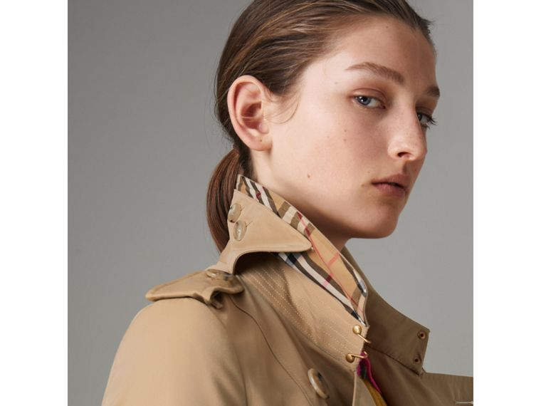 The Long Chelsea Heritage Trench Coat in Honey - Women | Burberry - cell image 4