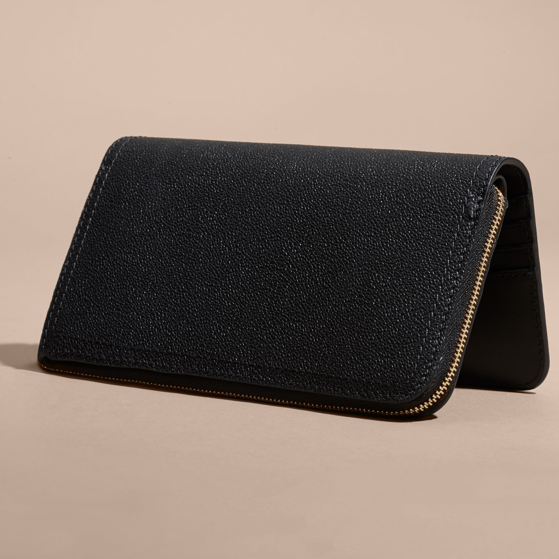 Grainy Leather Ziparound Wallet in Black - Women | Burberry - gallery image 3